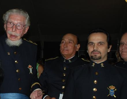 Capitanul General Onorific al garzii Reales Tercios, Leandro Alfonso Luis de Bourbon Ruiz, unchiul regelui Juan Carlos I al Spaniei si Romeo Niram