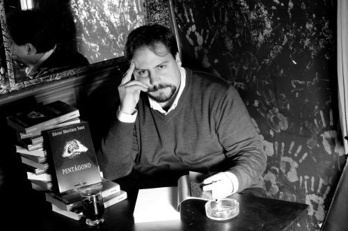 Scriitorul Héctor Martínez Sanz (foto: Defeses Fine Arts)